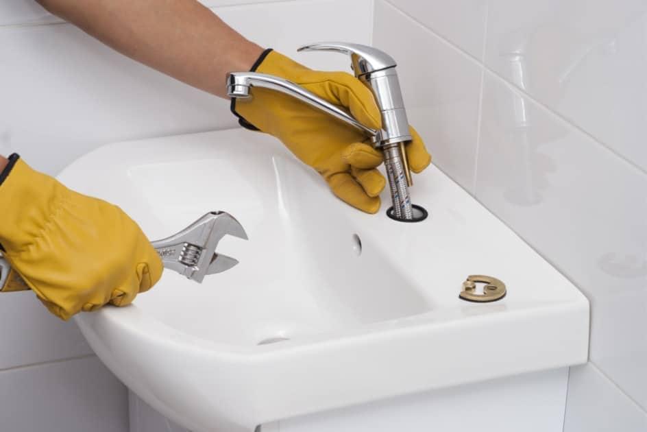 Comment réparer un robinet qui fuit ?
